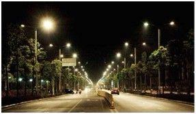 路灯照亮城市复兴未来之路