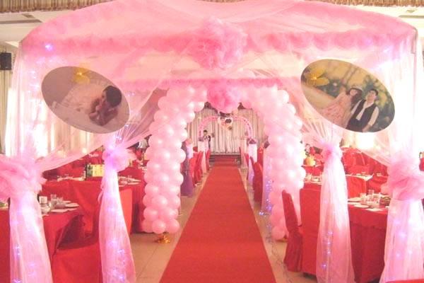 粉色溫馨婚禮現場