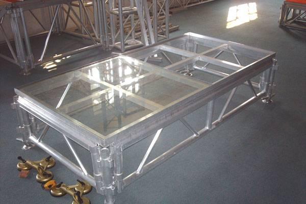 未搭建的玻璃舞台